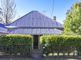 The Grey House, Grafton
