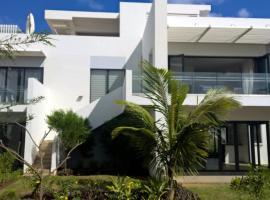 Azuri Beachfront Apartment 8, Roches Noires