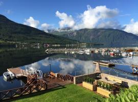 Solstrand Fjord Holiday, Eidsvåg