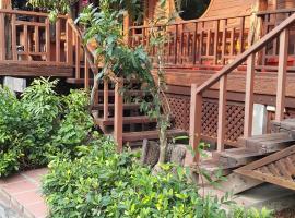 Ruean Mai Chai Khlong, Amphawa