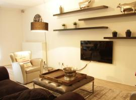 Luxury Center Two-Bedroom Apartment with Private Parking *No,