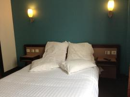 Hotel De La Place, Малакоф