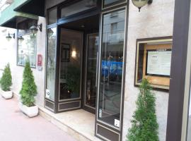 Crystal Hotel, Levallois-Perret