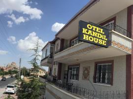 Kandilhouse, Учисар
