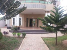 Hotel Saint Paulos, Adido Gomé