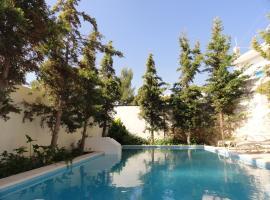 Villa Arokaria, Kamilárion