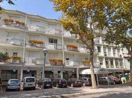 Aparthotel Pineda, 比比翁