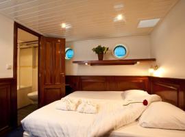 Boat Barkentijn Marjorie,