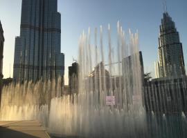 Downtown Souk Al Bahar Apartment with Full Fountain and Burj Khalifa Views, Dubaj