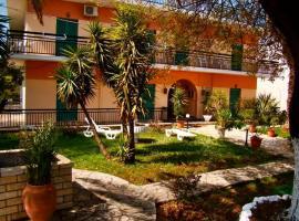 Maritsas Apartments, Róda
