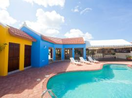 Yellow Cunucu Villa With Pool, Noord