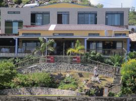 Le Pandanus, Port Mathurin