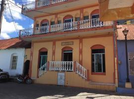 Hotel Aurora, Flores