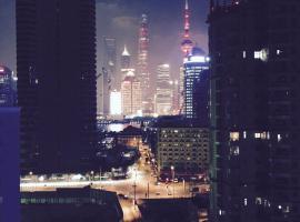 Elegant North Bund Apartment, Шанхай