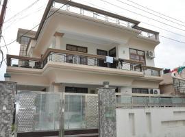 Comfortable Room in Dalanwala, Dehradun