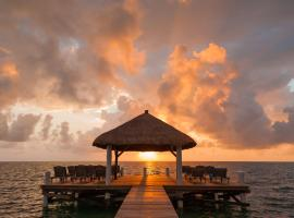 Weezie's Ocean Front Hotel and Garden Cottages, Caye Caulker