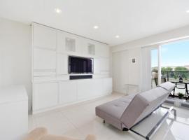Luxury Riverside Apartment,