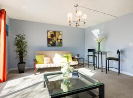 Superb 3BR mins to DT, SAIT, Prince's Island Park by Prowess, Calgary