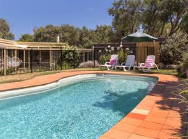 Woodland Beach House - with sparkling pool, Blairgowrie