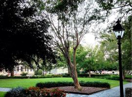 Washington Square Abode - Three-Bedroom, Savannah