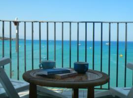 A charming studio apartment with terrace overlooking the sea, Cefalù