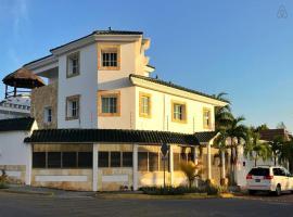 Cancun Villa W/Private Pool & Palapa, Cancún