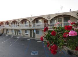 Foxy's Den Motel,