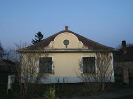 Orgona Vendégház, Megyer