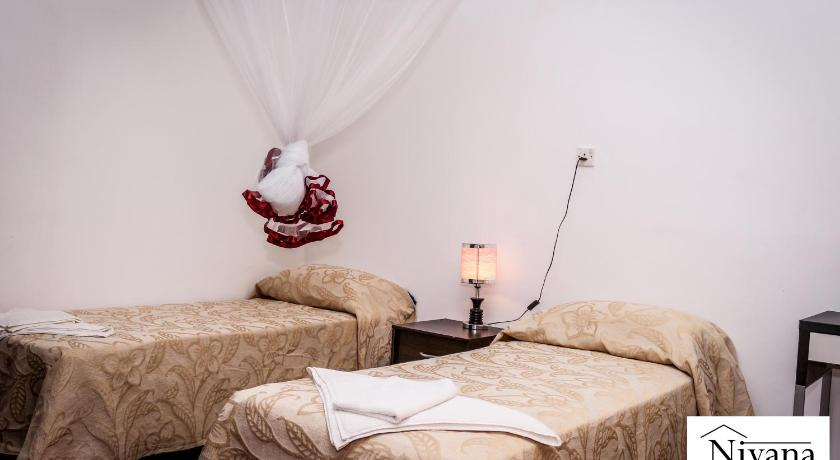Double Room with Shared Bathroom - Guestroom Nivana Homestay