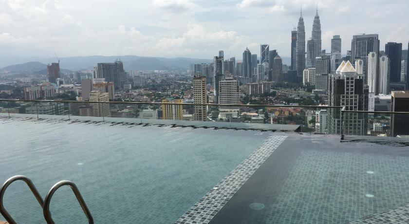 Swimming pool ★ 2 Bedroom Suite with KLCC View ★