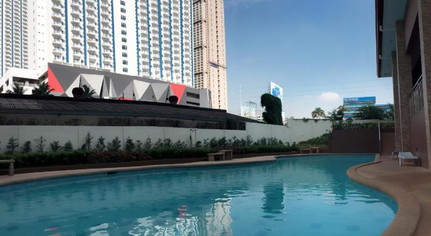 Swimming pool Cozy Studio Type Condo Unit near MRT