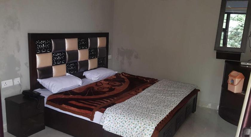 Deluxe Single Room - Guestroom 7 Mile Stone