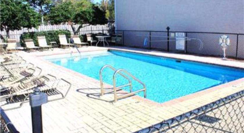 Swimming pool Woodland Shores 48 MB Townhome