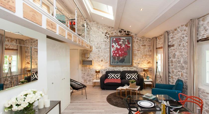Appartement Loft Vieil Antibes | Book online | Bed & Breakfast Europe