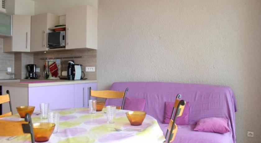 Apartment Dauphins Pln Book Online Bed Breakfast Europe - Hotel du port port la nouvelle