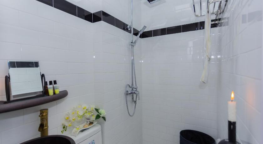 Bathroom Shenyin Serviced Apartment