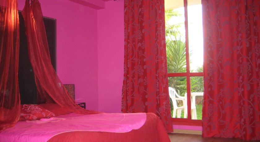 Appart 39 h tel et chambres essentiel spa prenota online for Arles appart hotel