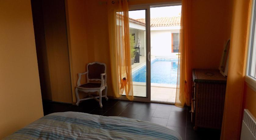 Chambre d\'hôtes coté piscine | Book online | Bed & Breakfast Europe