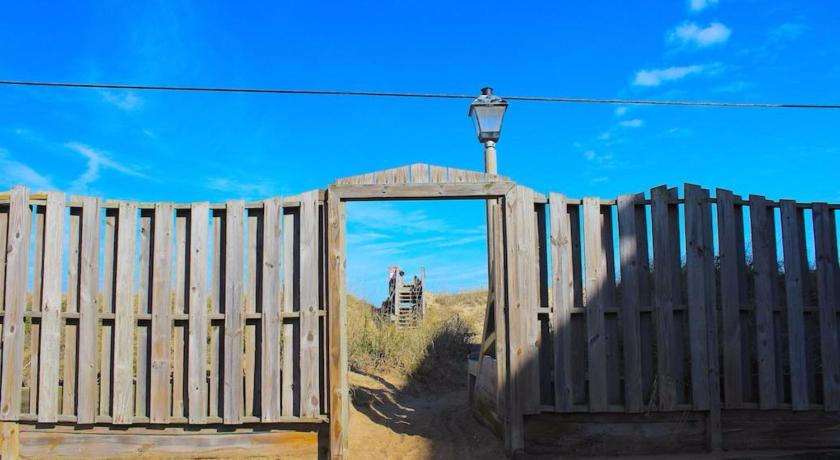 Praia Sea Dunes Kitty Hawk by KEES Vacations