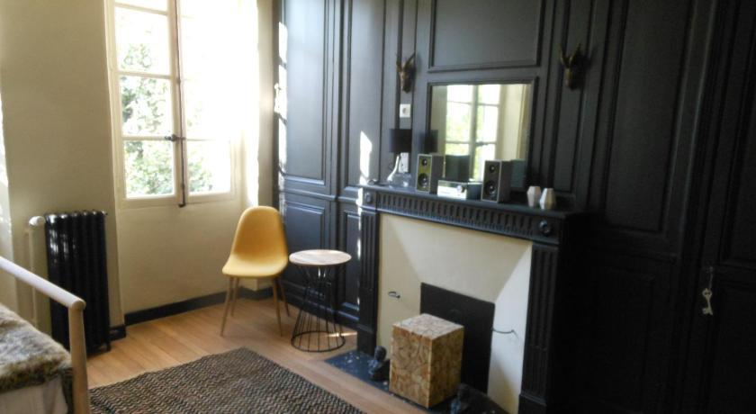 le repaire de sully fontainebleau. Black Bedroom Furniture Sets. Home Design Ideas
