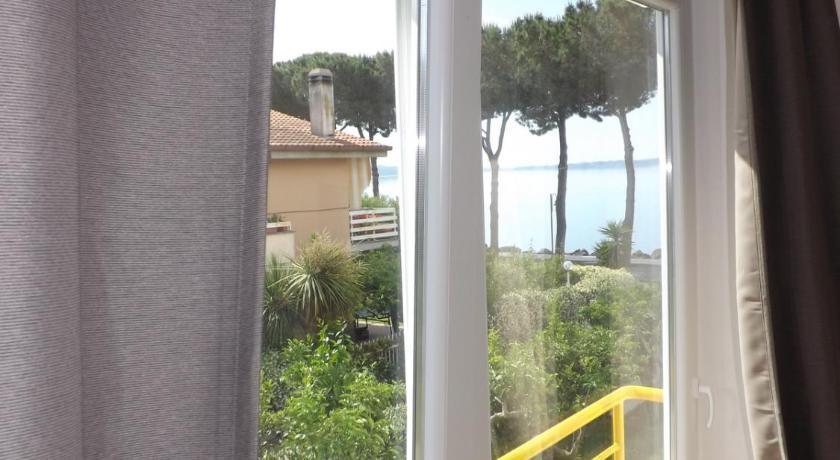Emejing La Terrazza Sul Lago Trevignano Ideas - Modern Home Design ...