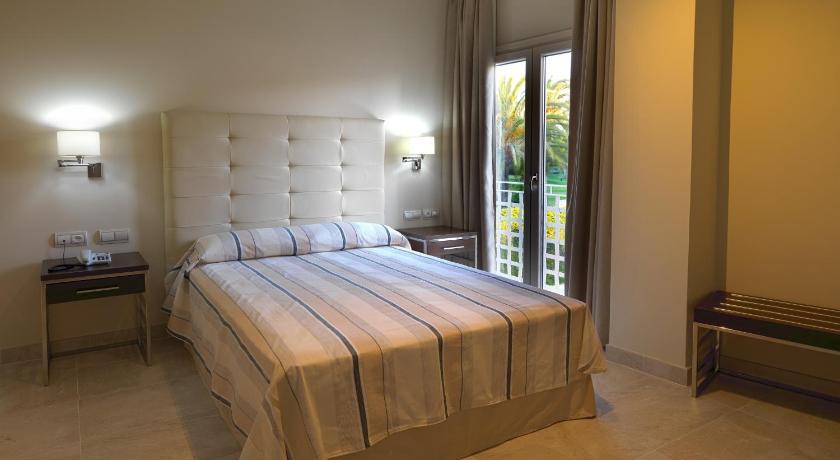 hoteles con encanto en cádiz  183