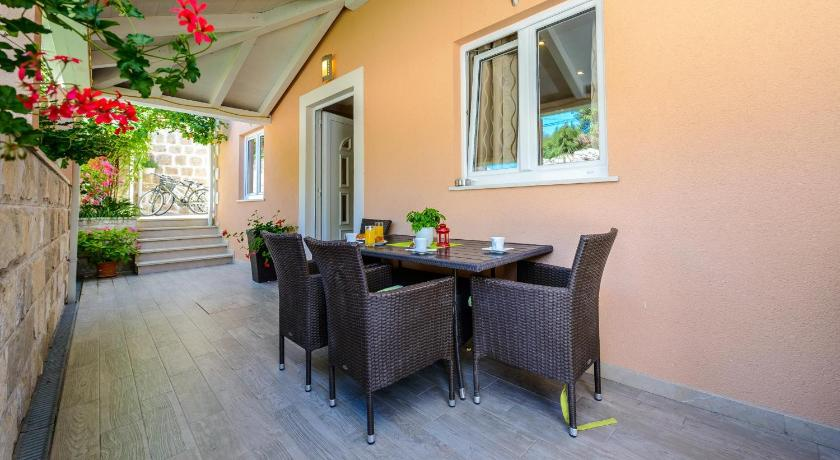 altan/terrasse Vacation House Cavtat