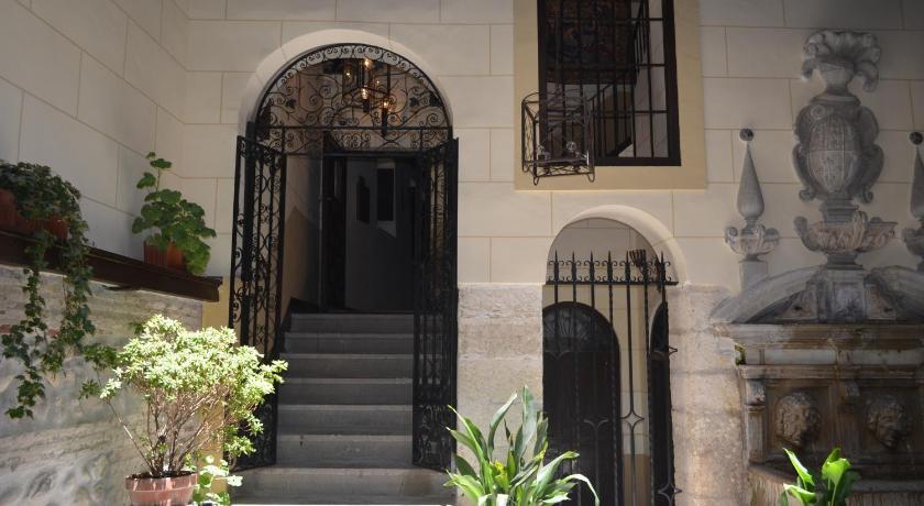 Palacio de Mariana Pineda Carrera del Darro, 9 Granada