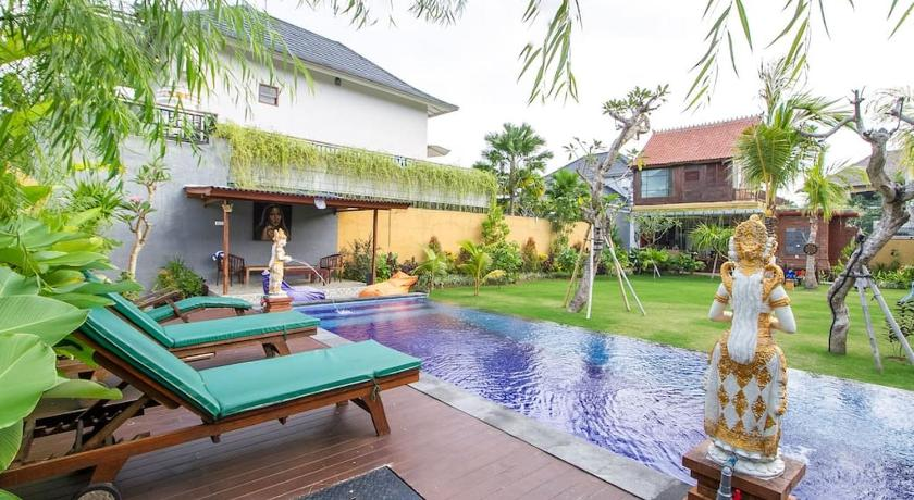 Swimming pool Asri Guesthouse