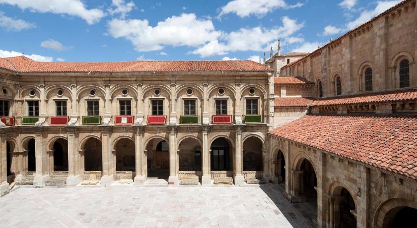 Hotel Real Colegiata San Isidoro 1