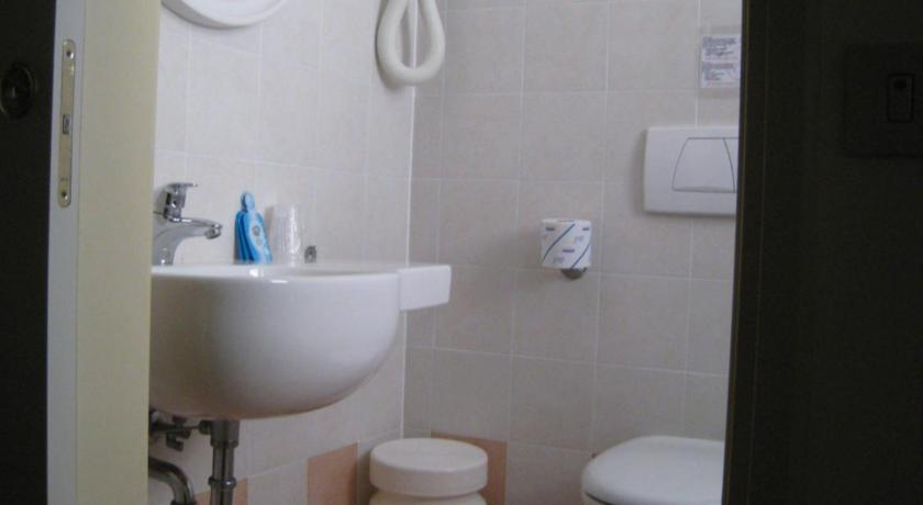 Double or Twin Room - Bathroom Hotel Losanna