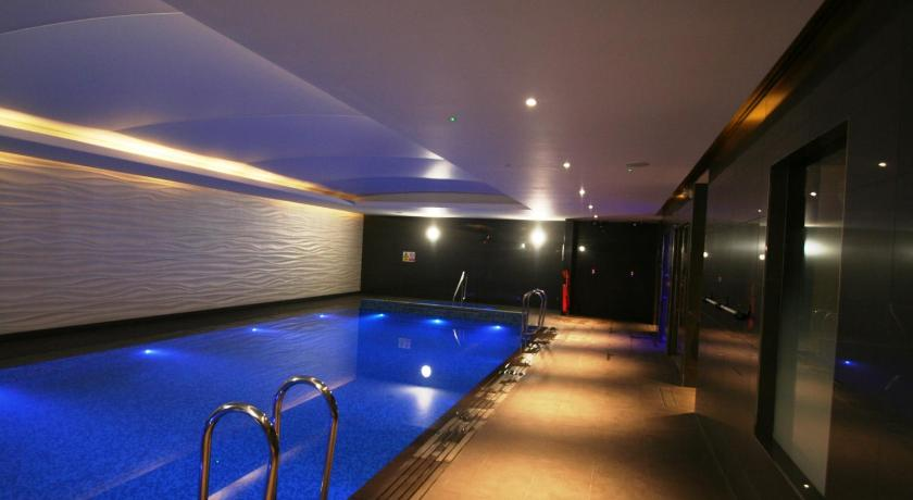 Deluxe Apartment - Swimming pool Super Deluxe Apartment Ealing