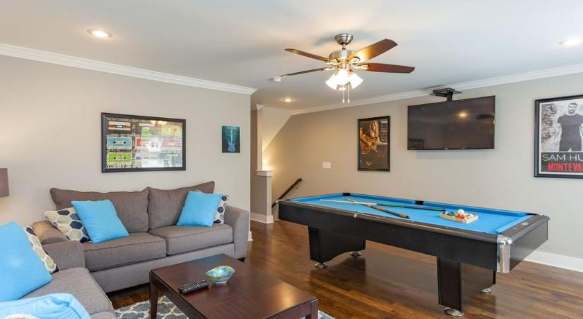 Best Price On Huge New Home Rooftop Deck Pool Table In Nashville - Huge pool table