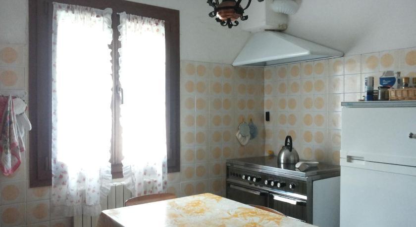 Best Price On Casa Via Pieve In Granaglione Reviews - Casavia tile